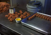 faracis pizza making meatballs